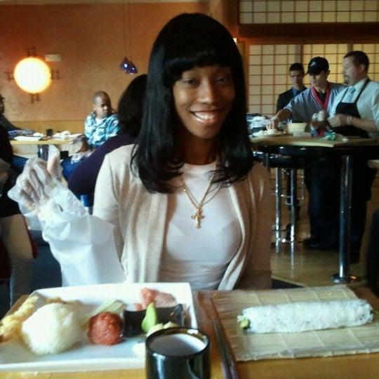 Das Foto wurde bei Mura Japanese Restaurant von Tiffany J. am 2/11/2012 aufgenommen