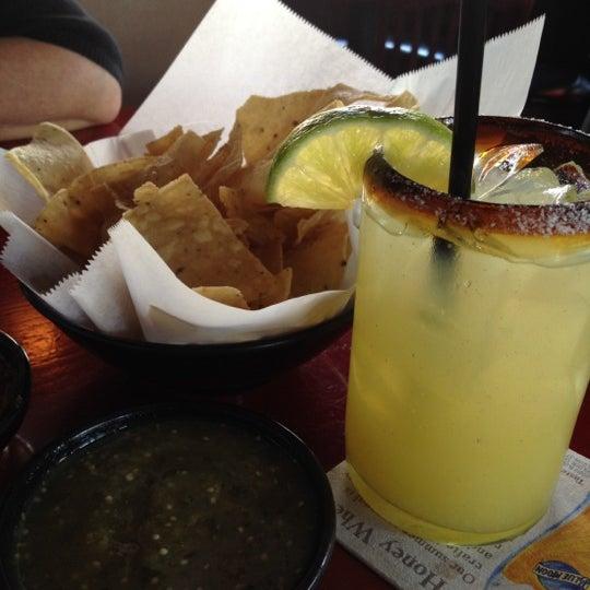 Foto scattata a Paco's Tacos & Tequila da {Social}Kat il 6/28/2012