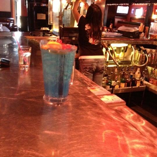 4/14/2012에 D M.님이 Jerseys Bar & Grill에서 찍은 사진