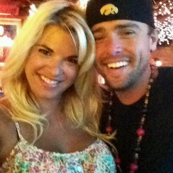 รูปภาพถ่ายที่ Lottie's Pub โดย Josh W. เมื่อ 8/31/2012