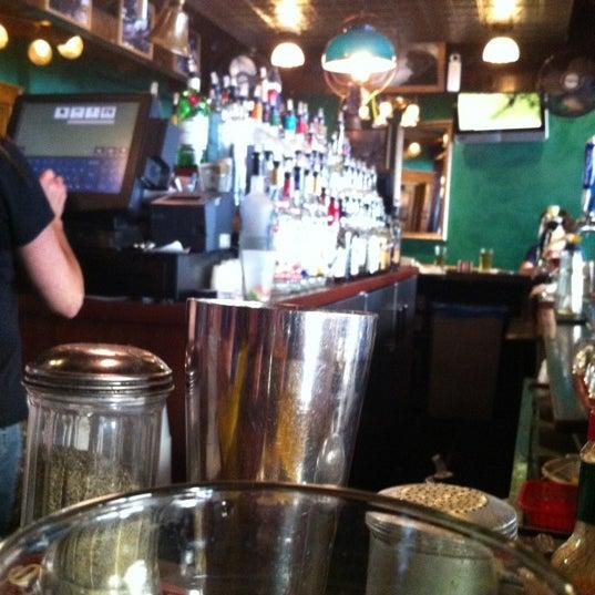 Foto diambil di Pippin's Tavern oleh Fabio L. pada 6/15/2012