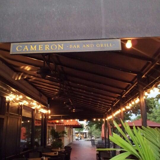 Photo prise au Cameron Bar & Grill par Jasmine T. le7/24/2012