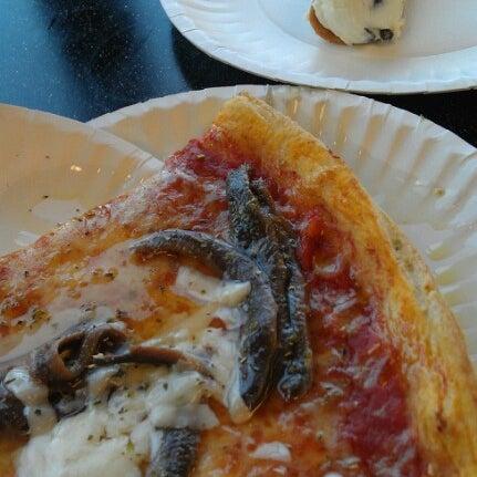 8/24/2012에 Kimberly D.님이 Joey's House of Pizza에서 찍은 사진