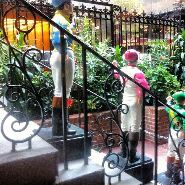 7/30/2012 tarihinde Andre A.ziyaretçi tarafından 21 Club'de çekilen fotoğraf