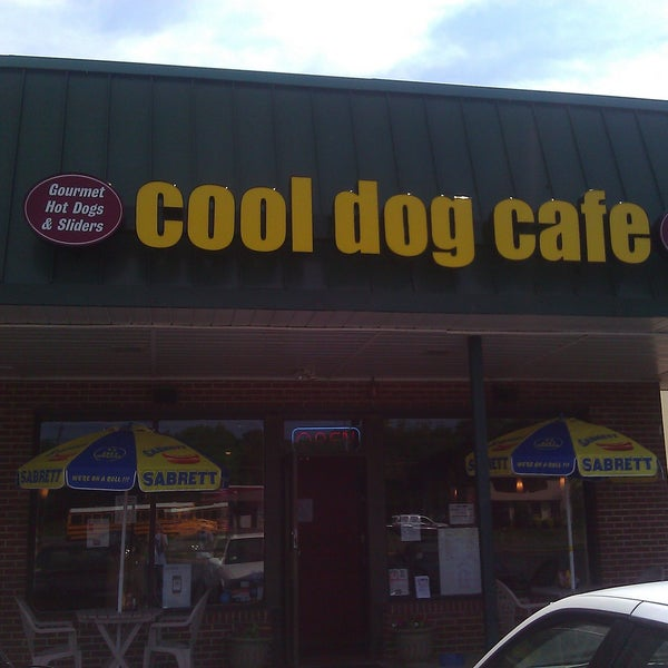 Photo taken at Cool Dog Cafe by Omar D. on 5/17/2012