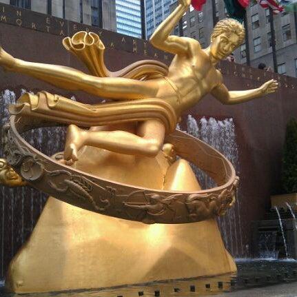 Das Foto wurde bei The Rink at Rockefeller Center von Brian B. am 3/8/2012 aufgenommen