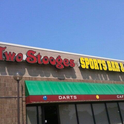 7/2/2012에 Jason B.님이 Two Stooges Sports Bar & Grill에서 찍은 사진