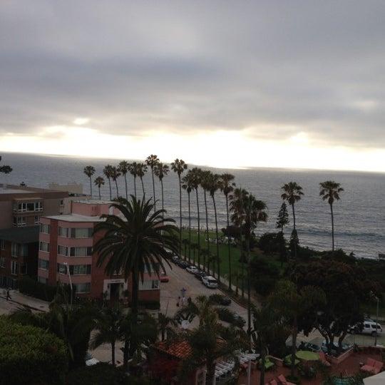 รูปภาพถ่ายที่ La Valencia Hotel โดย Ahmed A. เมื่อ 6/23/2012