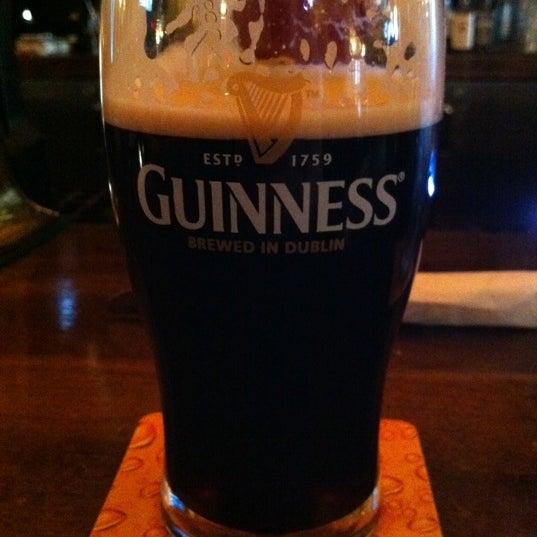 Foto scattata a The Old Triangle Irish Alehouse da Anne B. il 5/5/2012
