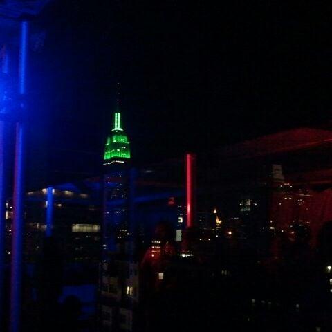 Снимок сделан в Sky Room пользователем Katie 5/20/2012