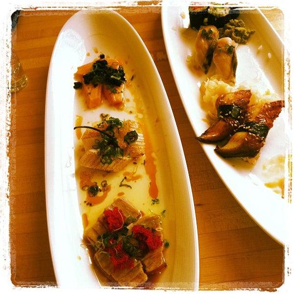 รูปภาพถ่ายที่ Sushi Tora โดย Matt d. เมื่อ 3/17/2012