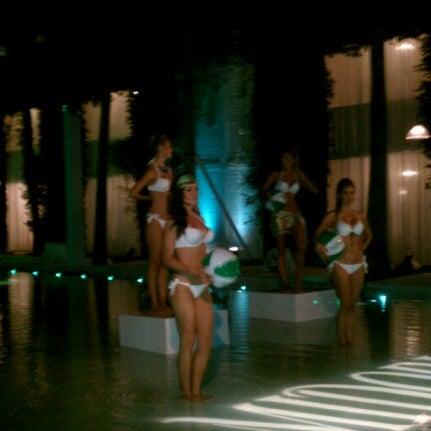Photo prise au Delano Beach Club par Hassan R. le7/21/2012