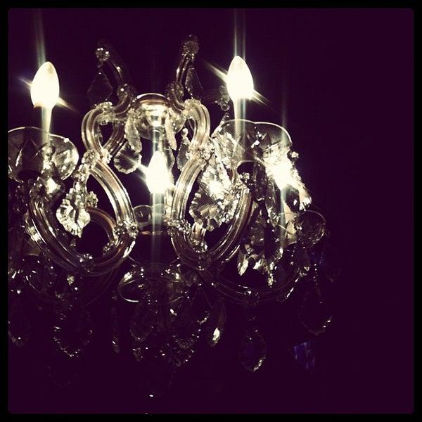 7/5/2012 tarihinde crystal c.ziyaretçi tarafından Royal Oak Bar and Grill'de çekilen fotoğraf