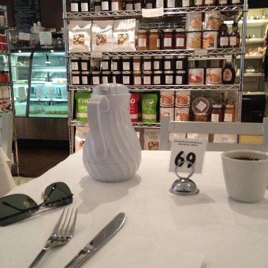 Снимок сделан в Southport Grocery & Cafe пользователем Jody R. 4/9/2012