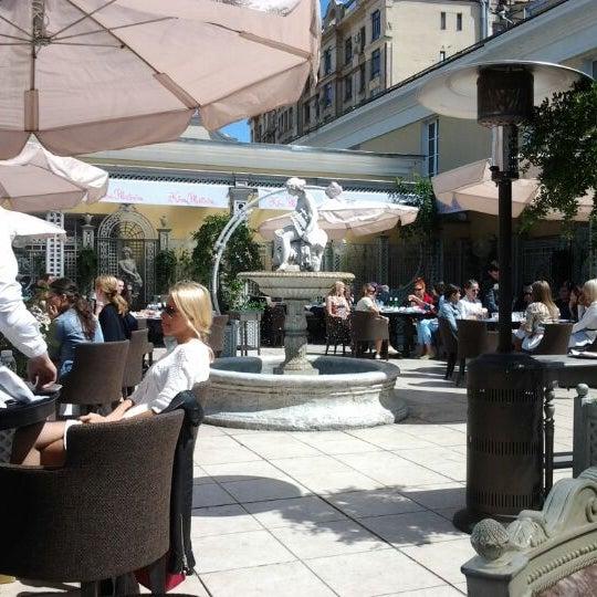 5/25/2012 tarihinde Olga D.ziyaretçi tarafından Turandot'de çekilen fotoğraf