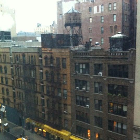 5/21/2012 tarihinde Raquel F.ziyaretçi tarafından Hilton New York Fashion District'de çekilen fotoğraf