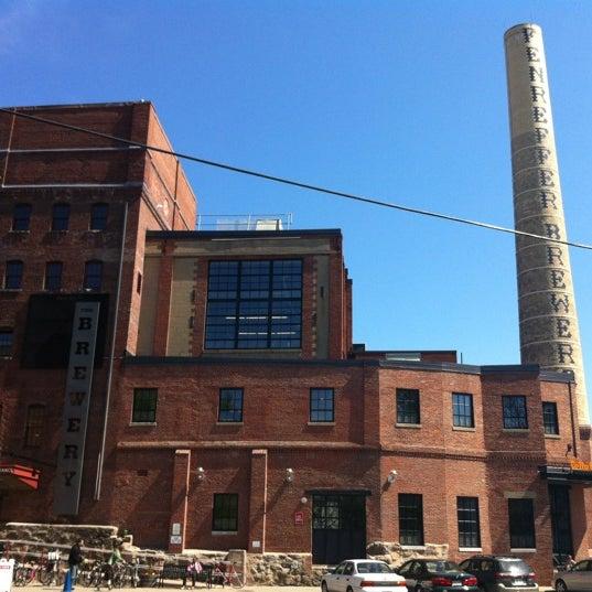 Photo prise au Samuel Adams Brewery par Paige le4/28/2012