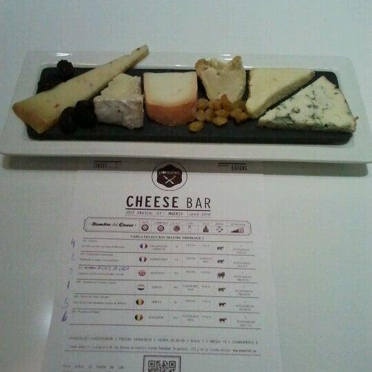 Foto scattata a Poncelet Cheese Bar da Elias G. il 4/14/2012