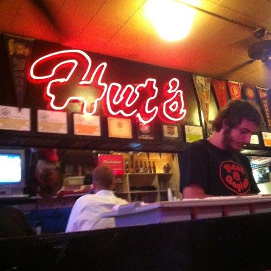 Foto tirada no(a) Hut's Hamburgers por DATABOY em 6/9/2012
