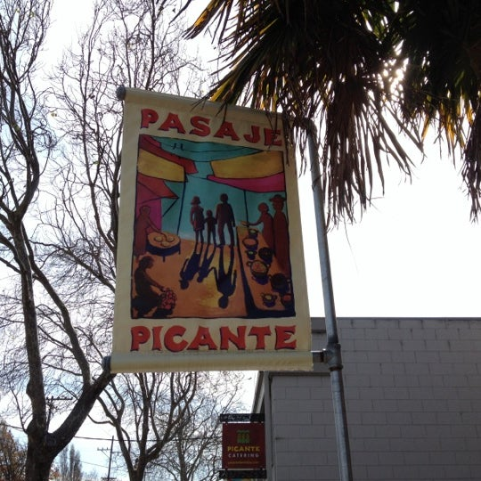 Foto diambil di Picante oleh Dan H. pada 2/18/2012