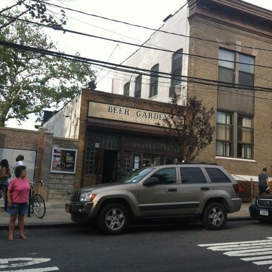 6/24/2012 tarihinde Diana L.ziyaretçi tarafından Bohemian Hall & Beer Garden'de çekilen fotoğraf