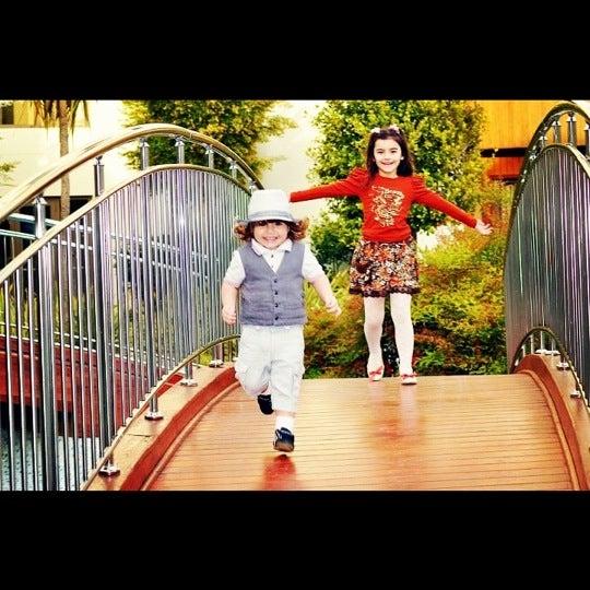 รูปภาพถ่ายที่ Tatil.com โดย Metin A. เมื่อ 4/23/2012