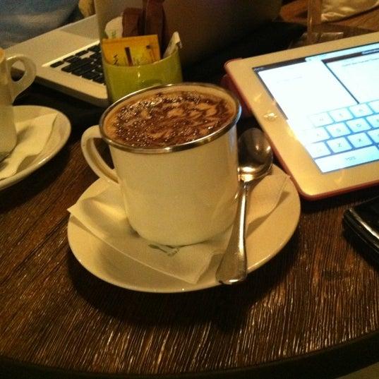 Das Foto wurde bei The People's Cafe von yonni h. am 5/6/2012 aufgenommen