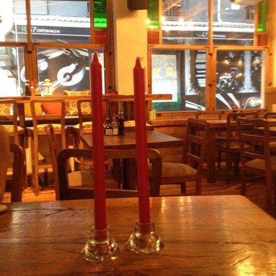 8/21/2012 tarihinde Ertan D.ziyaretçi tarafından Mica Restaurant & Bar'de çekilen fotoğraf