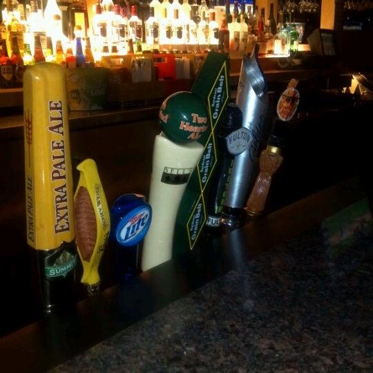 Foto tirada no(a) Huberts Sports Bar & Grill por Michael K. em 8/16/2012