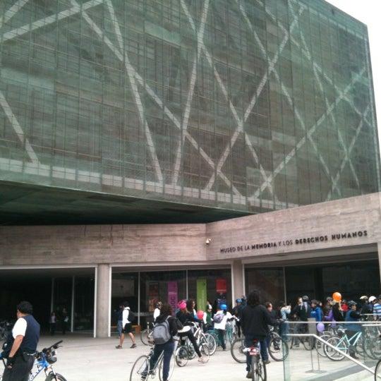 Foto diambil di Museo de la Memoria y los Derechos Humanos oleh Natalia H. pada 5/13/2012