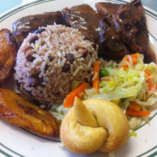 8/28/2012にBrandon C.がIsland Breeze Jamaican Cuisineで撮った写真