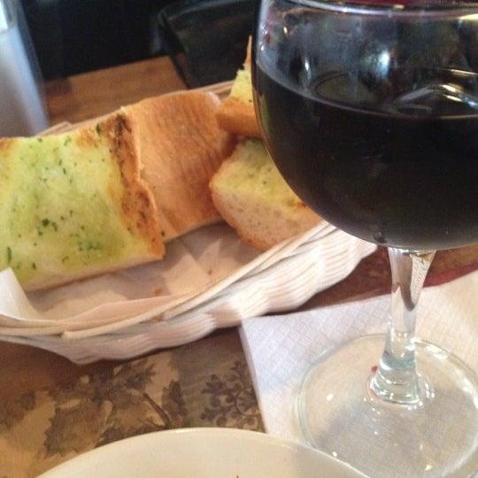 Das Foto wurde bei Lasagna Restaurant von Tracy C. am 6/21/2012 aufgenommen