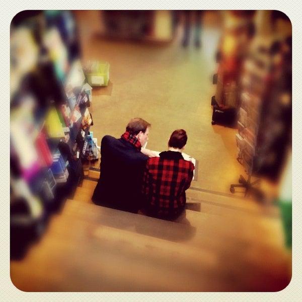 Foto tirada no(a) The American Book Center por Ria B. em 4/4/2012