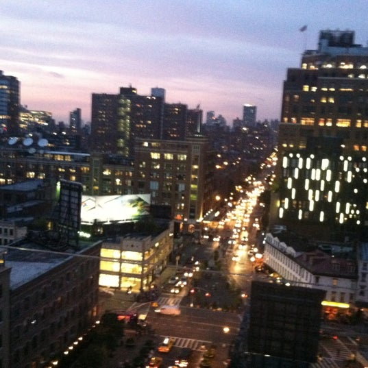 Foto scattata a Plunge Rooftop Bar & Lounge da Dennis Ray K. il 5/24/2012