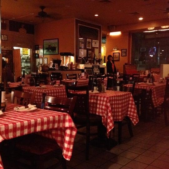 Foto diambil di Ottomanelli's Wine & Burger Bar oleh Sanaz G. pada 6/14/2012
