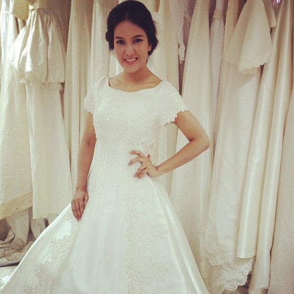 b43d9a470aa9 Photo taken at Gee Gee Bridal Boutique by ทัศรีย์ ส. on 5/