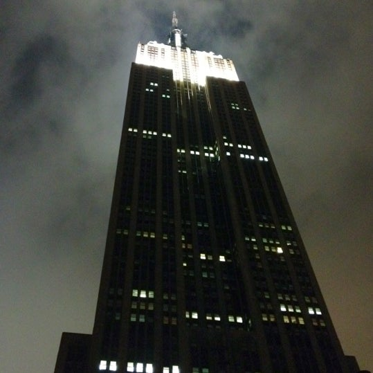 Foto diambil di VU Bar NYC oleh Matthew H. pada 5/23/2012