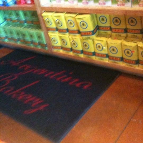 Foto scattata a Argentina Bakery da W B. il 6/3/2012