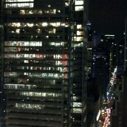 Снимок сделан в Sky Room пользователем James Z. 4/15/2012