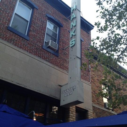 Foto scattata a Hank's Oyster Bar da Andrea R. il 7/5/2012