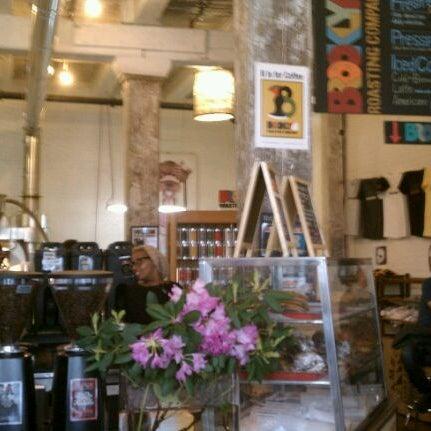 Das Foto wurde bei Brooklyn Roasting Company von Bri M. am 5/11/2012 aufgenommen