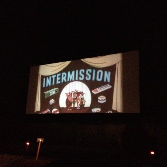 Foto tomada en Starlite Drive-In Theatre por Nikki M. el 4/8/2012