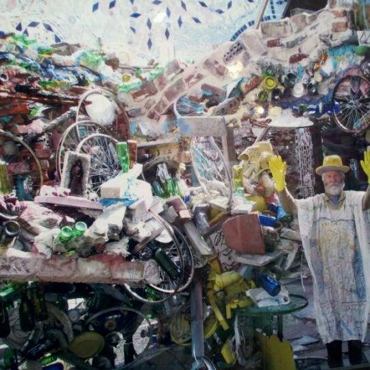 Foto scattata a Philadelphia's Magic Gardens da Tom C. il 4/20/2012