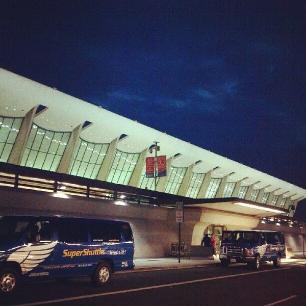 Foto diambil di Washington Dulles International Airport oleh Norel G. pada 9/4/2012