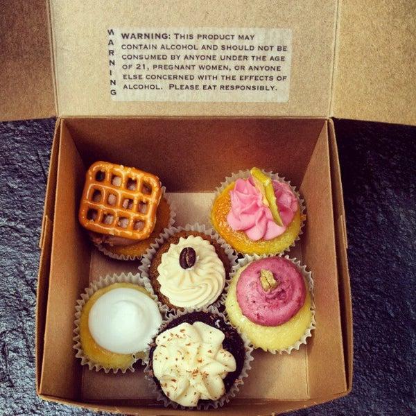 รูปภาพถ่ายที่ Prohibition Bakery โดย Esther L. เมื่อ 9/1/2012