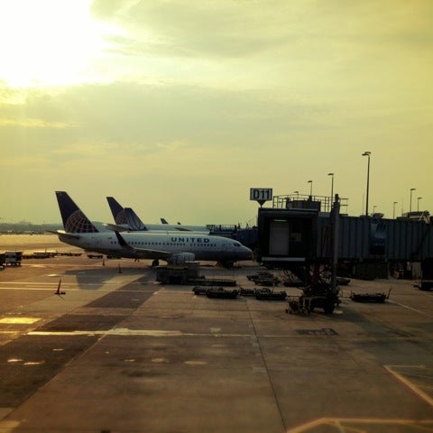 Foto diambil di Washington Dulles International Airport oleh Brian W. pada 6/22/2012
