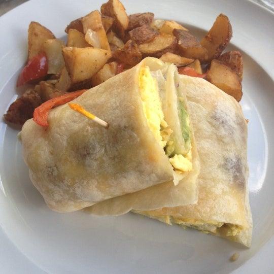 Das Foto wurde bei Opal Bar & Restaurant von Lynn M. am 8/26/2012 aufgenommen