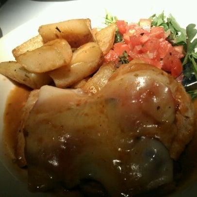 Foto diambil di Vivo Restaurant oleh MJ B. pada 4/17/2012