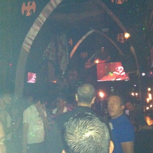 Das Foto wurde bei TOM'S Leather Bar von Palemón P. am 4/22/2012 aufgenommen