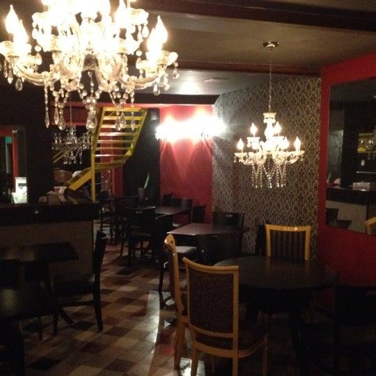 รูปภาพถ่ายที่ Restaurante Almodovar โดย Alejandro G. เมื่อ 6/21/2012